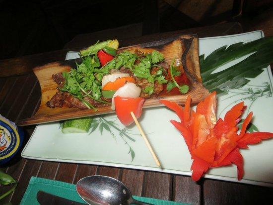 Furama Resort Danang : Essen im Bambusschiffchen