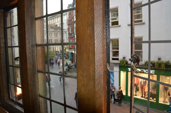 Shakespeare's Head: A l'étage vue sur Carnaby street