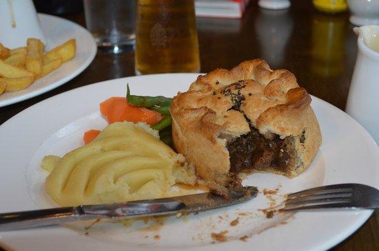Shakespeare's Head: Steak & ale pie