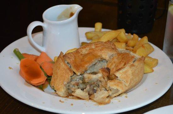 Shakespeare's Head: Chicken and mushroom pie