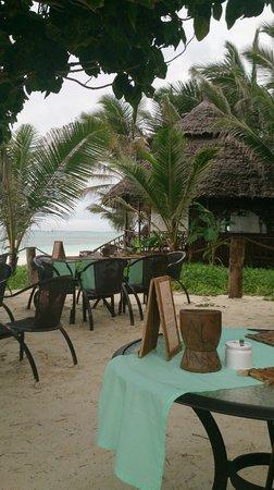 Breezes Beach Club & Spa, Zanzibar: Desayuno Frente al Mar