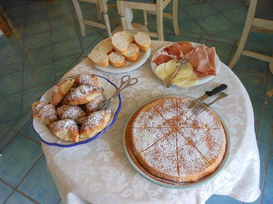 Villa Maria Bed and Breakfast: Breakfast awaits