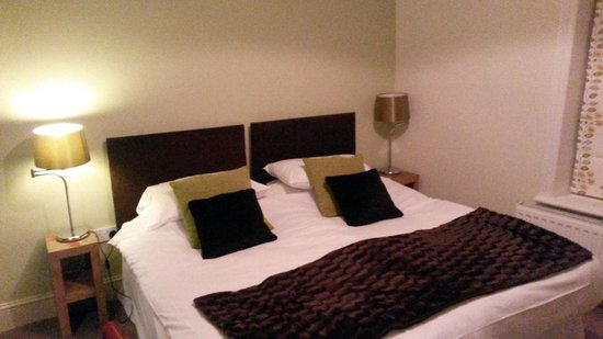 The White Hart Country Inn: Lovely big comfy bed