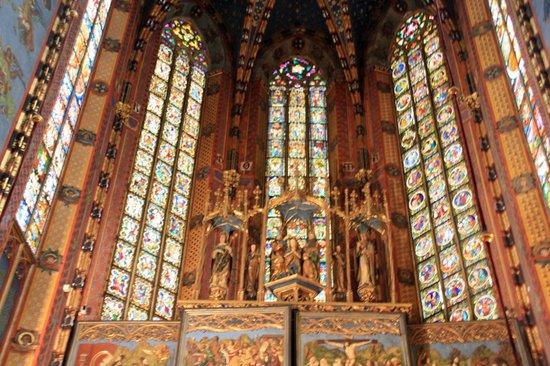 Church of the Virgin Mary (Kosciol Mariacki): The front of the basilica
