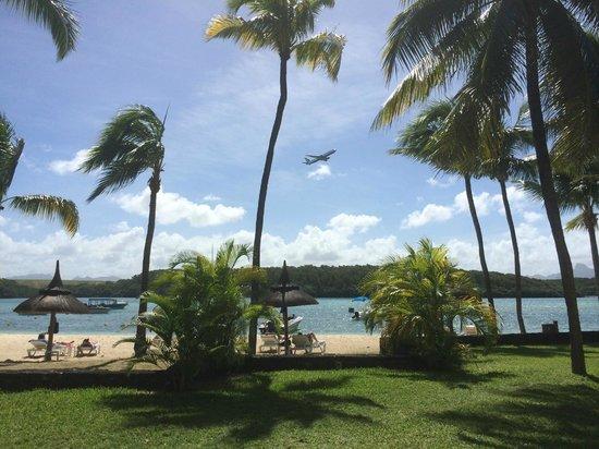 Shandrani Beachcomber Resort & Spa All Inclusive : Startende Flugzeuge direkt über der Lagune