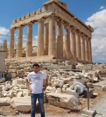 Acropole : Greece has wonderful weather and fruit also have a delicious taste and distinctive