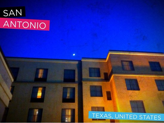 Homewood Suites by Hilton Hotel San Antonio North: Homewood Suites Stone Oak area a great place to stay. Loving it at night!