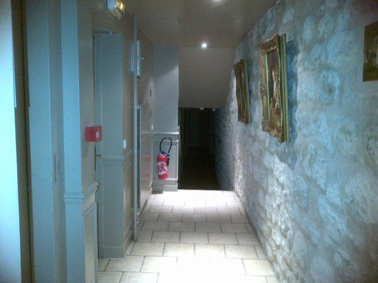 Hotel Albe Bastille: Interesting hallway!