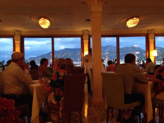 Hotel Bristol : Restaurant view