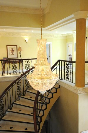Genesis Sheer Elegance Villa : Our Magnificent Staircase Leads to Top Floor Bedrooms and Business Centre