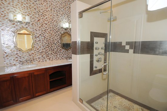 Genesis Sheer Elegance Villa : Bathroom Suite with His & Hers Sink, Jacuzzi Whirlpool and State of the Art Showing System