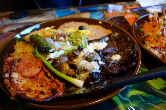 El Tapatio: Combo meal with chicken and beef