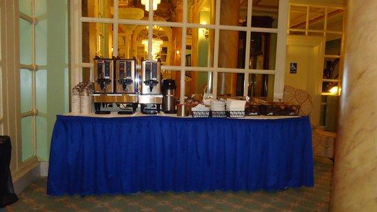 Wolcott Hotel : Express Breakfast