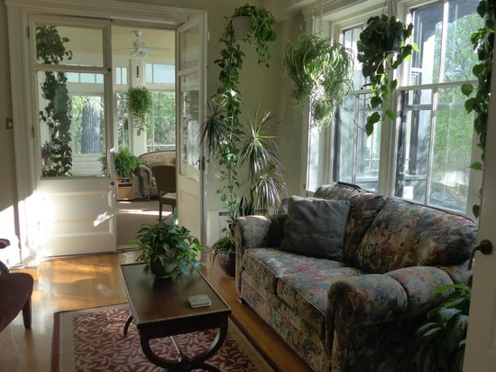 River Gate Inn: a sitting area extending into the sunroom