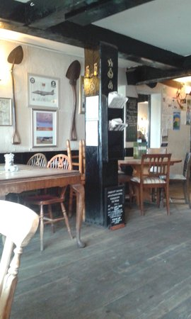 The Turfcutters Arms: Near the fire