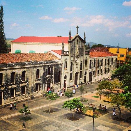 Basilica Catedral de la Asuncion: View of Leon from the roof