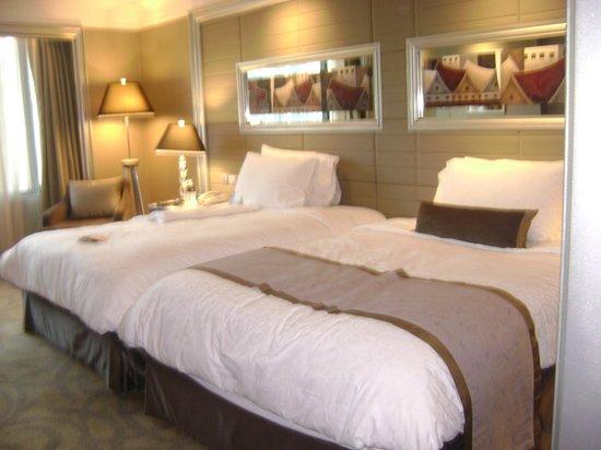 InterContinental Bangkok: bedroom twin queen beds