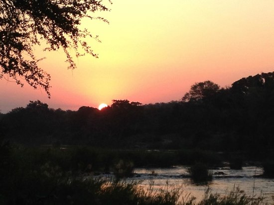 Naledi Bushcamp and Enkoveni Camp : Sunset