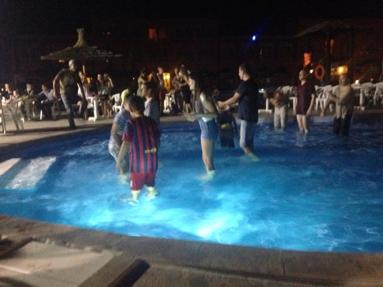 Labranda Aqua Fun Club Marrakech : Pool party on evening