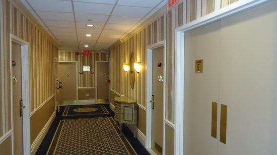 Wolcott Hotel: Hallway
