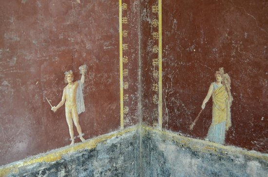Sorrento Hiking: beautiful frescos in the villas outside Pompeii