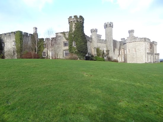 Warner Leisure Hotels Bodelwyddan Castle Historic Hotel: View from the grounds of the historic rooms