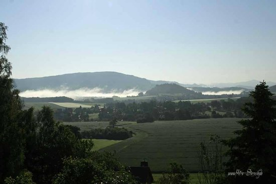 Panoramahotel Wolfsberg: Zimmeraussicht auf Morgennebel über der Elbe