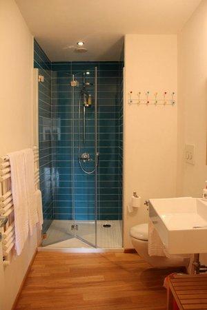Zip B&B in Florence: il bagno della camera Eighty