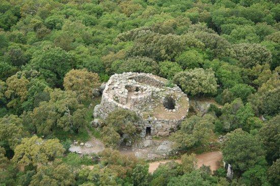Tempio Pausania, Włochy: Nuraghe Majori visto dal cielo