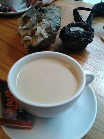 Volcano House : Coffee on the rocks.