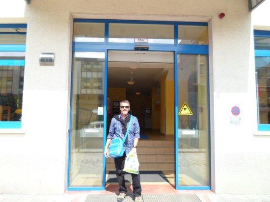 A&O Hamburg City: en la Puerta del hotel