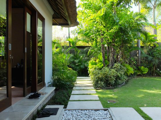 Serene Villas: Serene Villa Palm #2: Path along the master bedroom