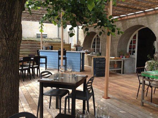 le bar de la terrasse sous la tonnelle picture of le caffe cuisine branne tripadvisor. Black Bedroom Furniture Sets. Home Design Ideas