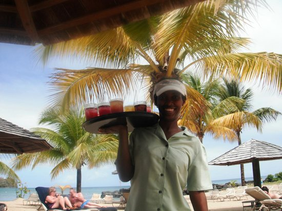 Rendezvous Resort : Service with a smile on beach