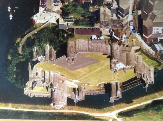 Cleddau Bridge Hotel: Pembroke Castle birthplace of HenryVII