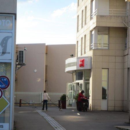 Ibis Reims Centre : Exterior