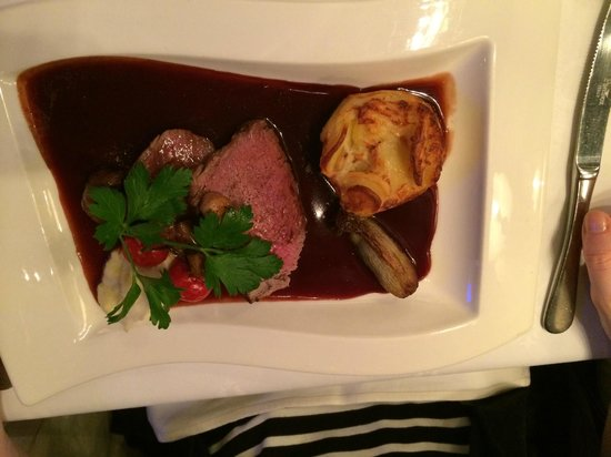 Park Restaurant: Fillet of Beef with Pomerol Wine sauce.