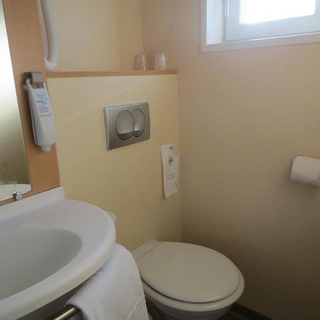 Ibis Reims Centre : bathroom