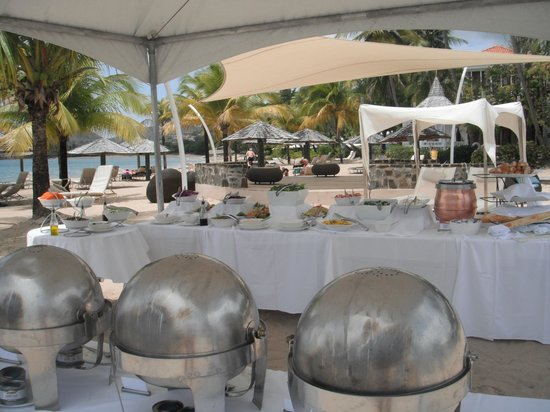 Rendezvous Resort: Lunch on beach