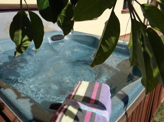 El Roble Holidays with Hot Tubs: jacuzzi