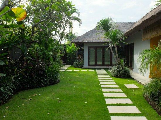 Serene Villas: Villa Acacia view from pool