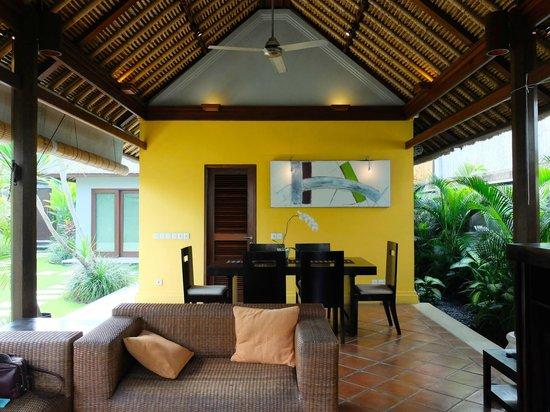 Serene Villas: Villa Acacia living area
