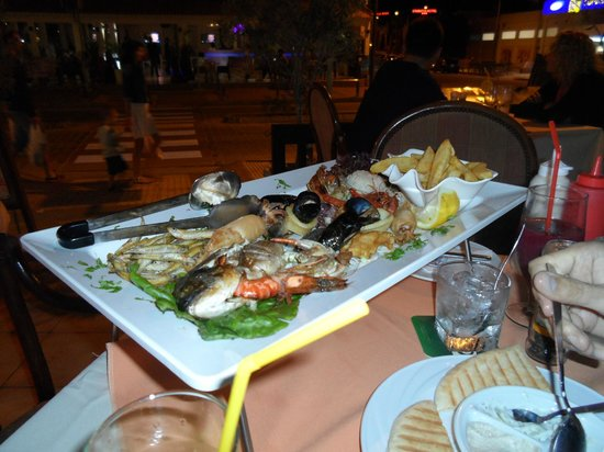 Raphael's Restaurant: рыбное мини-мезе