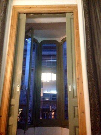 Petit Palace Museum Hotel: Balcón de la habitación 203. Una terraza dentro de la habitación con más de tres metros de altur