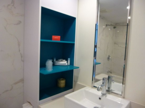 Bond Place Hotel: salle de bain