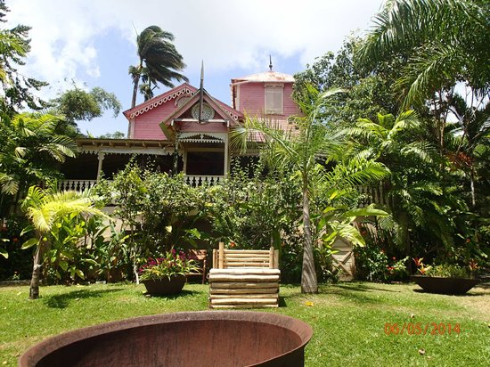 The Pink Plantation House : The Pink Plantation