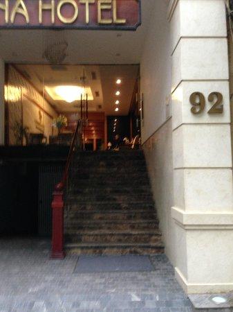 Cosiana Hotel Hanoi : That's the entrance to the Hotel