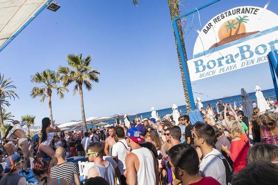 Bora Bora Apartments: Beach club