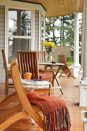 The Gateway Bed & Breakfast: Gateway Front Porch