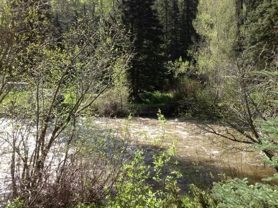 Circle K Guest Ranch: Ah, the sound of the river!!!